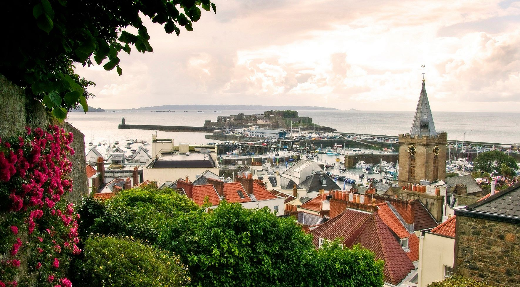 Les îles anglo-normandes Jersey Guernesey depuis Carteret